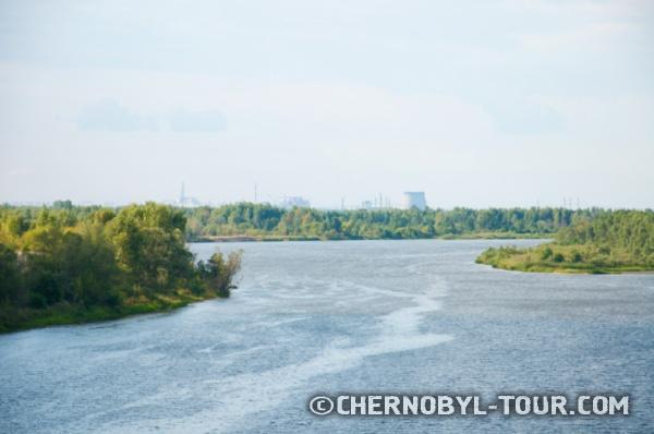 Фото ЧАЭС с моста через реку Припять